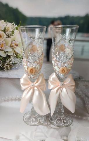 бежевые свадебные бокалы фото