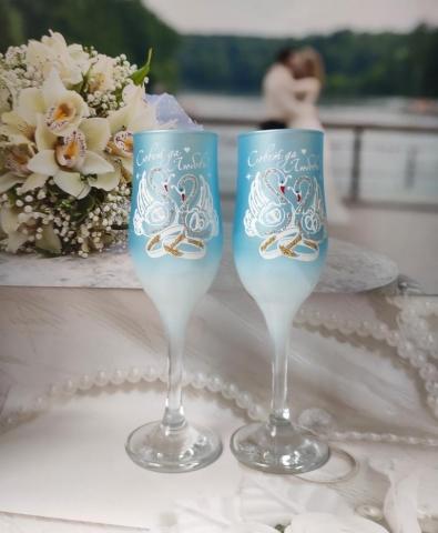 голубые свадебные бокалы фото