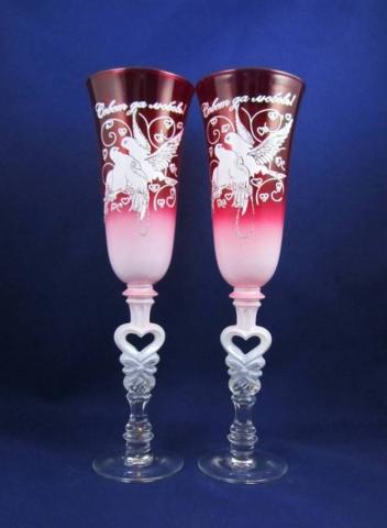 свадебные бокалы красные с голубями фото