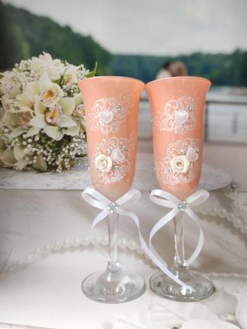 персиковые бокалы на свадьбу фото