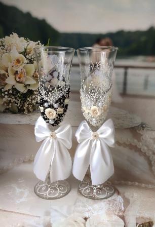 свадебные бокалы жених и невеста фото