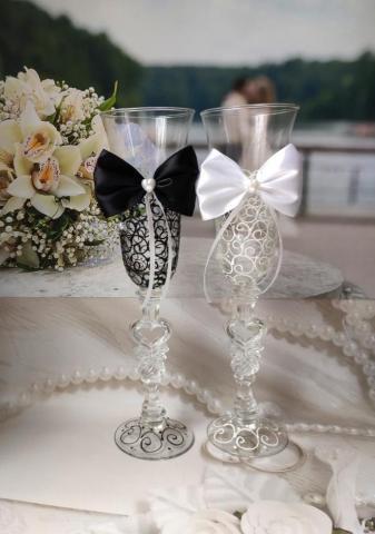 фужеры для шампанского свадебные жених и невеста с бантиками