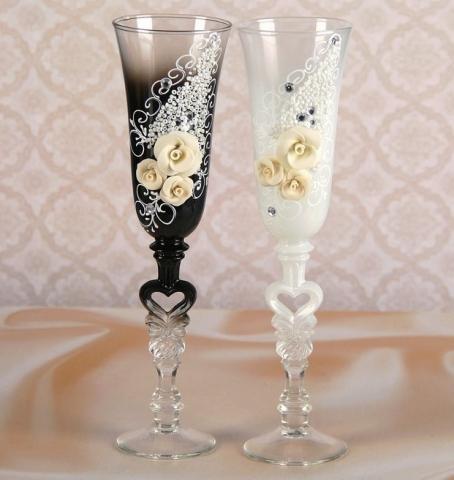 жених и невеста свадебные бокалы фото
