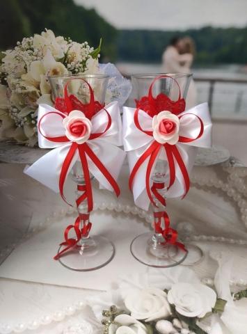 красно-белые свадебные фужеры фото