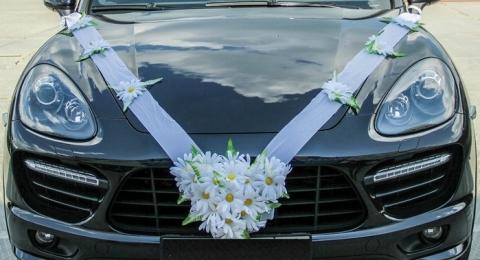 украшение на машину белое