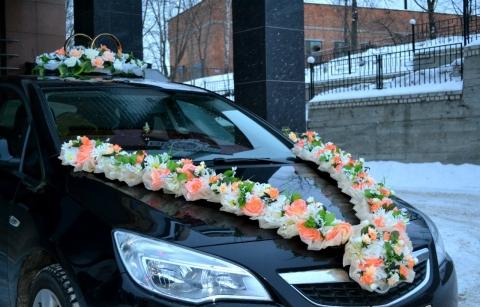 цветы на капот свадебной машины фото персиковые
