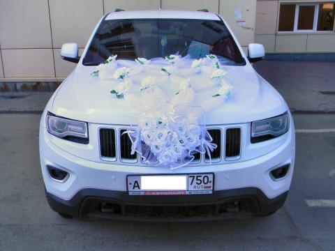 белые украшения на машину фото