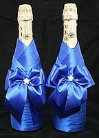 синее украшение на свадебное шампанское фото