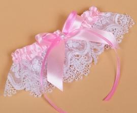 кружевная свадебная подвязка с розовым декором