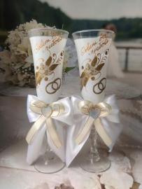 Бокалы белые  с бабочками и бантами на свадьбу РАСПРОДАНО 002545