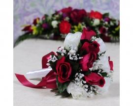 букет дублер бело-бордовые розы фото