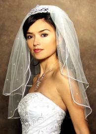 Фата невесты обрезная из 2 независимых ярусов, кант от гребня  белый, молочный, до лопаток 01711