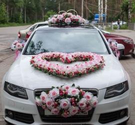 бело-розовый комплект на машину