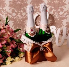 Корзиночка для свадебного шампанского шоколадная 000851