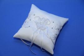 подушечка для колец с цветком и кружевом