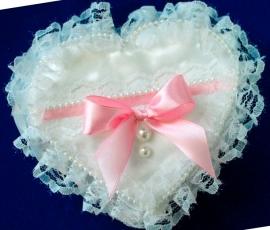подушечка сердечко с розовым бантом купить