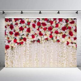 красно-белый пресс волл на свадьбу фото