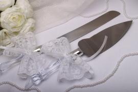 приборы для свадебного торта с кружевными бантами