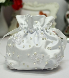 Сумочка невесты белая с цветочками и жемчужинами 000607