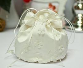 Сумочка невесты молочный,  айвори  с цветочками 002865