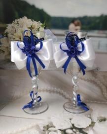 бело-синие свадебные бокалы фото