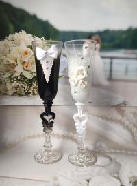 классические свадебные бокалы жених и невеста фото
