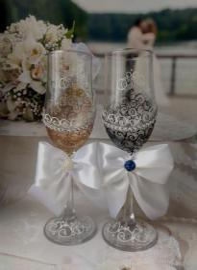 бокалы на свадьбу черно-золотые фото