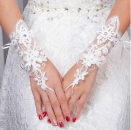 """Свадебные перчатки """" Медальон"""" цвет молочный 000011"""