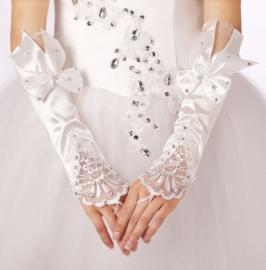 Свадебные перчатки с бантиками: белый, молочный 001677