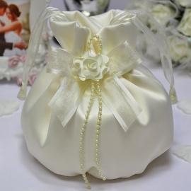 Свадебные сумочки для невесты. Сумочка цвет айвори, белый с бантом, жемчужной нитью и цветком 002858