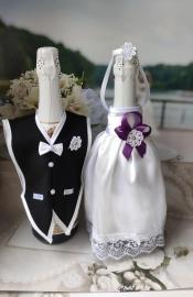 """Украшение на шампанское: белое платьице с фиолетовым декором, черный фрак. Коллекция """" Разноцветные фантазии"""" 000531"""