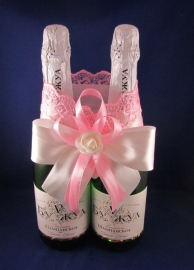 украшение на шампанское бело-розовое фото