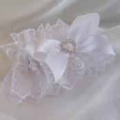 подвязка невесты белая с сердечком фото