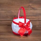бело-красная корзиночка для лепестков роз фото