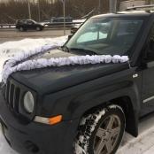 бело-серебристая лента на машину фото