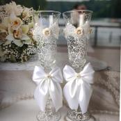 белые свадебные бокалы для белой свадьбы фото