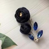 бутоньерка для жениха синий пион фото