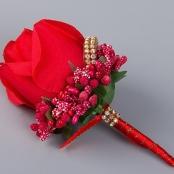 бутоньерка красная с веточками фото