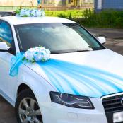 голубые украшения на машину фото