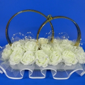 украшение на крышу кольца с белыми розами