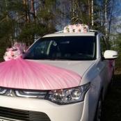 розовые букеты на машину фото