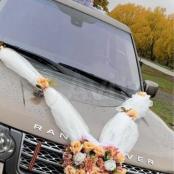 персиковые украшения на машину из пионов