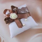 подушечка для колец коричневая фото