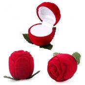 красная бархатная коробочка для обручальных колец картинка