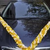 желтая лента на машину