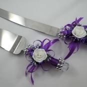 фиолетовые нож и лопатка для свадебного торта