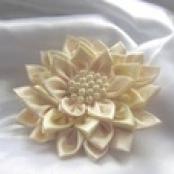 подушечка для колец цветок айвори