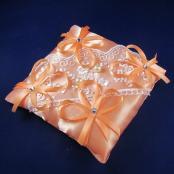 персиковая подушечка для колец фото