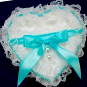 подушечка бело-голубая купить