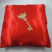 подушечка красная для ключа купить